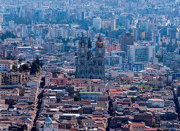 Ecuador: Quito in vogelvlucht (Quito) van Maarten Verhees