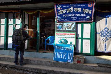 Touristenpolizei - Einchecken. von Ton Tolboom