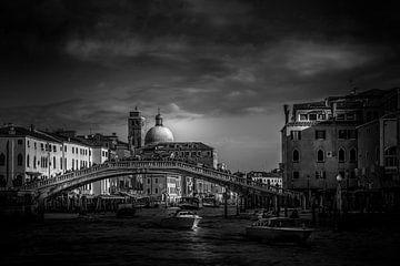 Ponte di Rialto, Venice, Italie. von Willem Van Toor