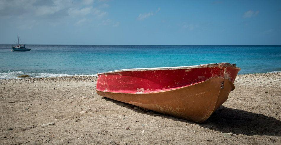 Bootje op strand