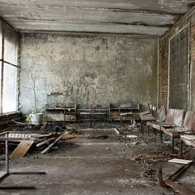 Ziekenhuis wachtkamer in Pripyat van Tim Vlielander