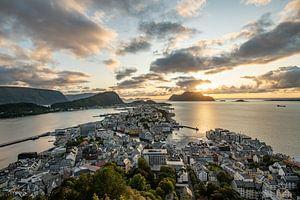 Alesund Noorwegen Zonsondergang van