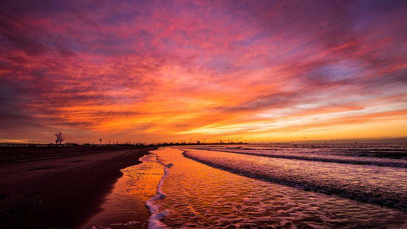 Zonsondergang op het strand van Mark de Bruin