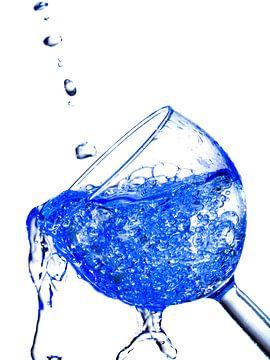 Wijnglas blauw van Eddy Verveer