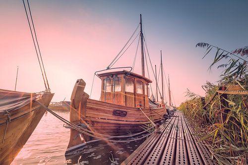 Zeesboot am Hafen von Wieck (Darß / Ostsee) von Dirk Wiemer