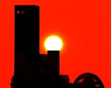 Skyline Leeuwarden tijdens zonsondergang van Harrie Muis