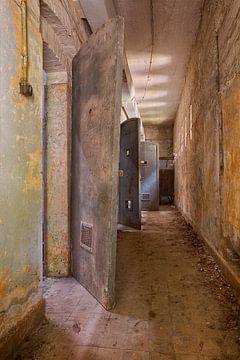 Urbex: Zellentüren von Carola Schellekens