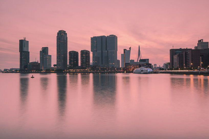 Pink sunset in Rotterdam van Ilya Korzelius