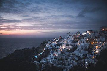 Zonsondergang in Oia, Santorini van Tes Kuilboer