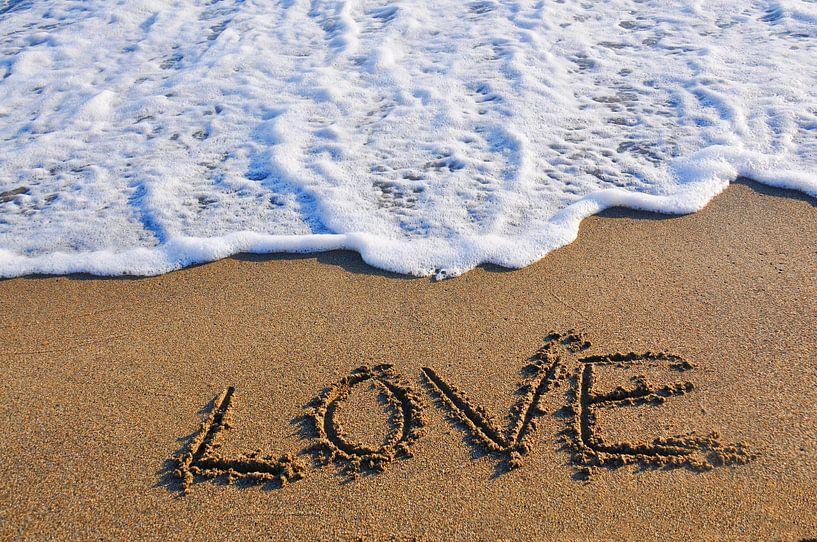 Love in to the sand written van Ioana Hraball