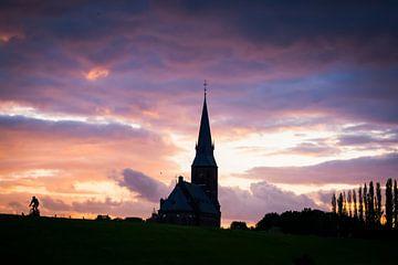 Zonsondergang kerk Weurt van Femke Straten