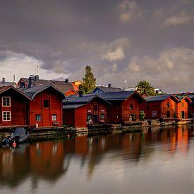 Lagerhäuser entlang des Flusses in Porvoo, Finnland von Adelheid Smitt