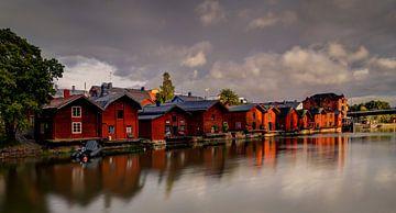 Pakhuizen langs de rivier in Porvoo, Finland van Adelheid Smitt