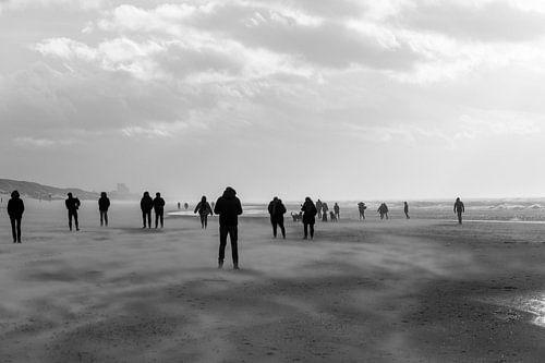 Silhouetten aan het strand