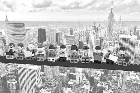 Lunch atop a skyscraper Lego edition - New York van Marco van den Arend