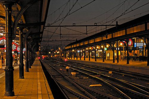 station  nijmegen  in de schemering