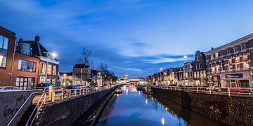 Avondbeeld van de Vaartsche Rijn en de Ooster- en Westerkade, in Utrecht, NL sur