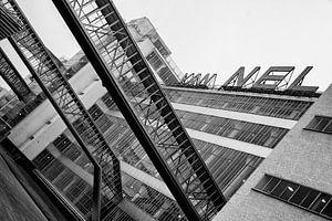 Zwart-wit foto van de Van Nellefabriek in Rotterdam