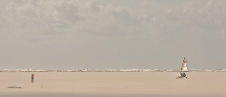 Zeilen op het strand van Texel van Ruud Lobbes