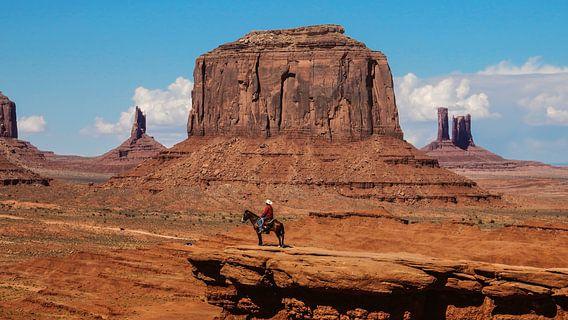 Monument Valley met Navajo Indiaan van Dimitri Verkuijl