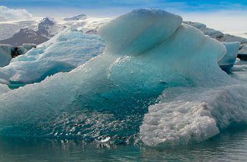Smeltend ijs in het gletsjermeer Jökulsárlón, IJsland van Rietje Bulthuis
