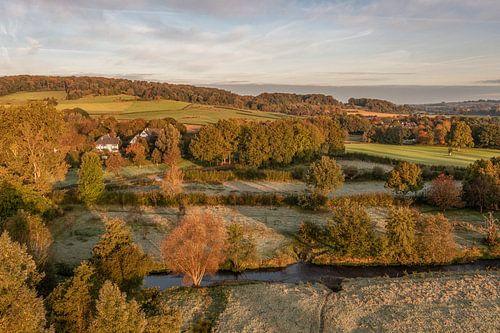 Vue aérienne des maisons à colombages aux couleurs de l'automne