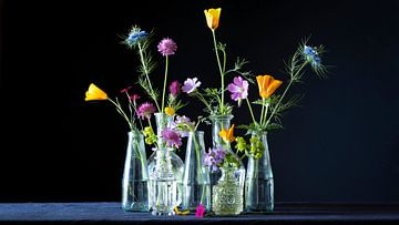 Funky Blumen in Schwarz von Studio Petra Moes