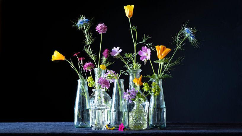 Funky Flowers in Black van Studio Petra Moes