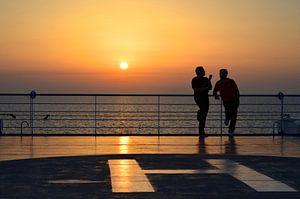 Zonsondergang op de boot van Sardinië, Italië