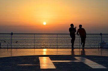 Zonsondergang op de boot van Sardinië, Italië van Maurits Simons