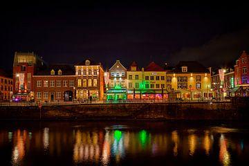 Roermond by night, zicht op de Roerkade van Carola Schellekens