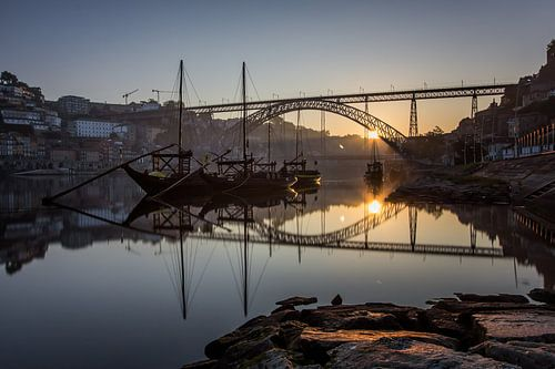 Zonsopkomst aan de Ponte Dom Luís 1 brug van