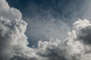 Wolkenlucht van Nancy van Verseveld