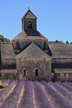 Abtei von Sénanque mit Lavendelfeld von Rini Braber