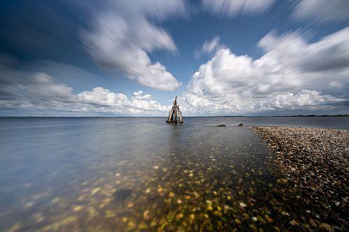 Overdrijvende Hollandse wolken lucht boven meer, Zeeland
