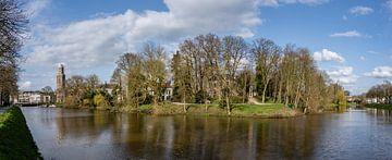 Le centre de Zwolle sous un beau soleil de printemps. sur Jaap van den Berg