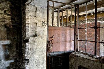 Deur en venster, urban exploring van Henk Elshout