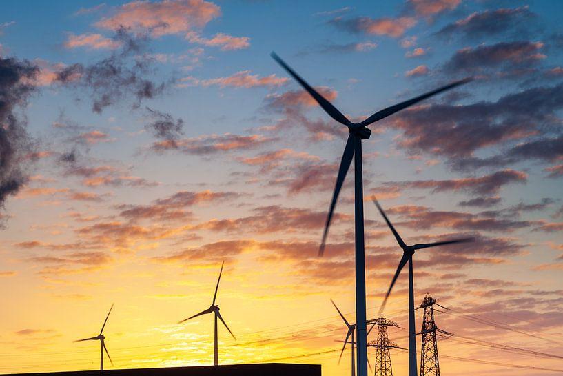 Windturbines bij zonsopkomst van Evert Jan Luchies