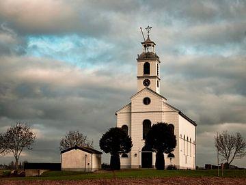 Niederländischer Himmel über der Kirche von Simonshaven von Marjolein van Middelkoop
