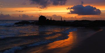 Vissers bij zonsondergang - Sri Lanka - strand von Robert-Jan van Lotringen