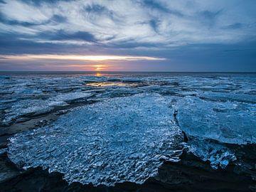 Harlingen, strand kruiend ijs van Edwin Kooren