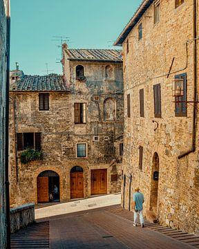 Passant in San Gimignano von Studio Reyneveld