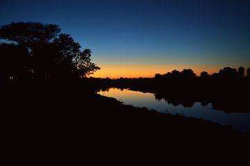 Zonsondergang bij de Shingwedzi rivier, Kruger park, Zuid Afrika von Vera Boels