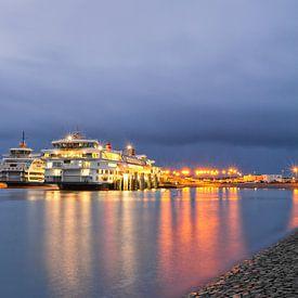 Teso schepen en rolwolk op Texel / Teso ships and rolling cloud on Texel van Justin Sinner Pictures ( Fotograaf op Texel)