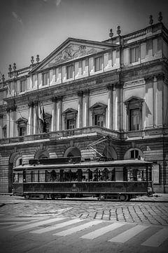 MAILAND Teatro alla Scala und Straßenbahn | Monochrom  von Melanie Viola