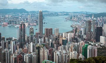 Die wunderschöne Skyline von Hongkong (China) bei Sonnenuntergang. von Claudio Duarte