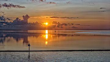 Sonnenaufgang über Dellewal #2 von Roel Ovinge