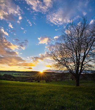 Zonsondergang in Limburg van Bart Nikkels