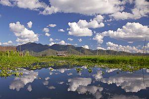 Wolken spiegeling van Peter van der Horst
