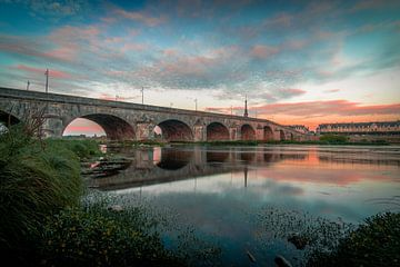 Brug over de Loire van Tim Rensing